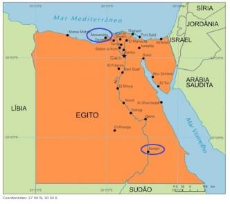 Alexandria e Assuã (Aswan) estão assinaladas pelas elipses e distam cerca de 850 km, segundo a escala mostrada no canto inferior direito.